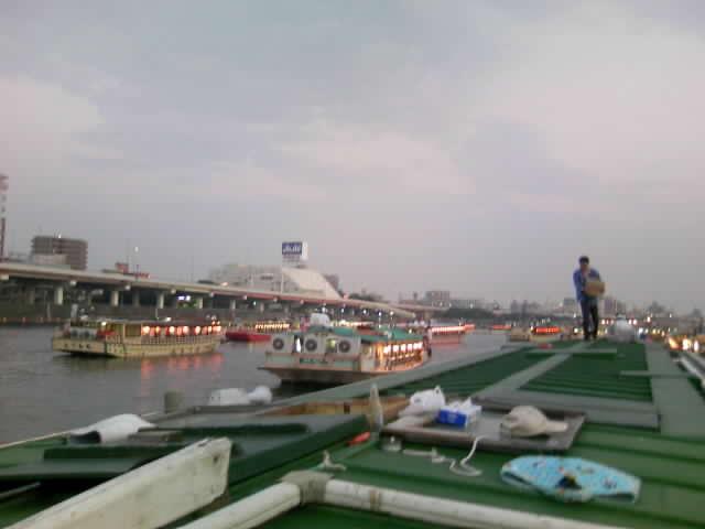 屋形船で隅田川の花火大会